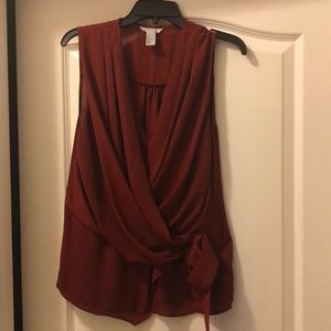 Sleeveless blouse with overlap front